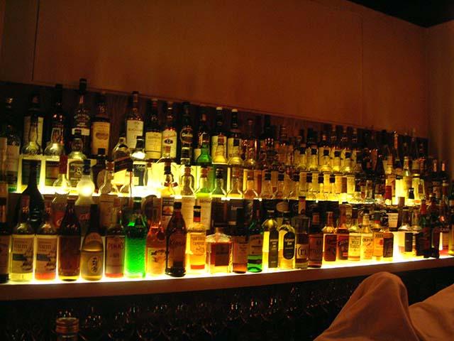 青山だからって気取りやがって!クラブなのに酒が高すぎるぞ!!